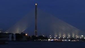 Rama VIII Bridge bei Nacht | Bangkok