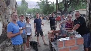 DE-AUS BBQ Party mit Hähnchen am Spiess