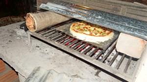 Pizza auf dem Grill