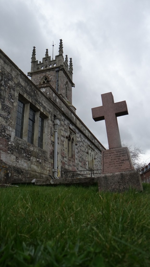 Kirche in einer Kleinstadt in England